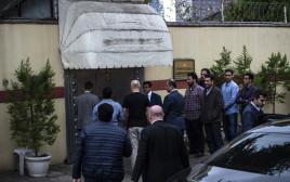 צוות החקירה בכניסה לקונסוליה באנקרה