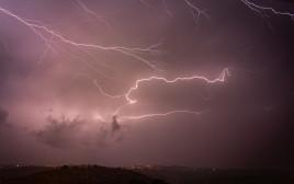 ברקים בשמי ישראל