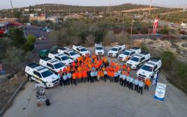 אנשי יחידת החילוץ והרכבים