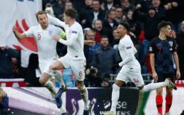 שחקני נבחרת אנגליה חוגגים
