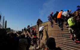 """מהגרים בגבול ארה""""ב-מקסיקו"""