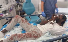 הצעיר לאחר שנפצע בתחנת המשטרה
