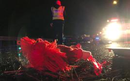 בובה בזירת התאונה בכביש 6