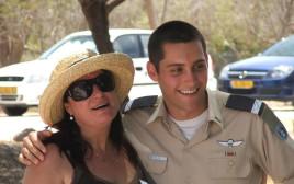 רונה רמון ביחד עם בנה אסף