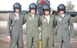 ארבעה מסיימי קורס הטיס
