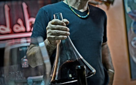 יין בדקנטר