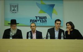 יעקב ליצמן ובכירי משרד הבריאות במסיבת העיתונאים