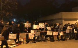 מפגינים מול ביתה של איילת שקד