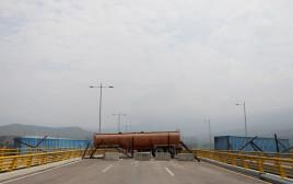 גשר טיינדיטס החסום בין ונצואלה לקולומביה
