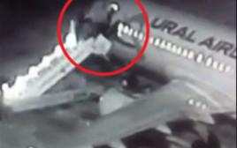 אימה בשחקים: מדרגות המטוס קרסו