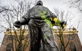פסל שהושחת באמסטרדם