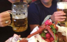 שותים בירה