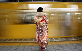 אישה לובשת קימונו ביפן