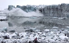 תיירים נסו על נפשם מקרחון שהתמוטט