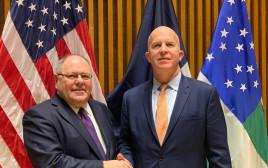 דני דיין והמפקח הכללי של משטרת ניו יורק