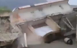 בית קורס בשיטפונות באיראן