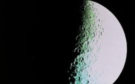 """2500 ק""""מ גובה מהירח, הצד הרחוק של כדור הארץ"""