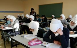 תלמידות בבית ספר במזרח ירושלים