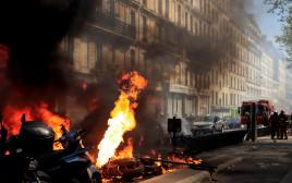 מפגינים מציתים רכבים בפריז