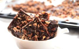 ריבועי מצה, שוקולד ואגוזים