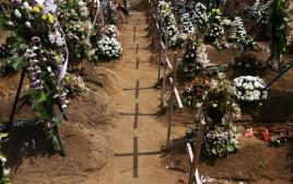 קבר אחים לקורבנות הפיגועים בסרי לנקה