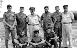 """מפקדי צה""""ל עם לוחמי חטיבת הצנחנים"""