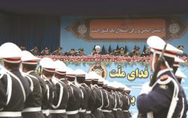 חסן רוחאני במצעד צבאי
