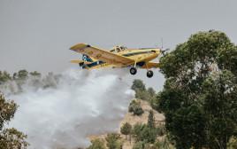 מטוסי כיבוי פועלים בגל השריפות
