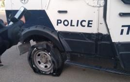 נזק שנגרם לרכבים משטרתיים