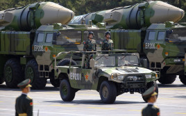 טילים בליסטיים מסוג דונגפנג 21 במצעד צבאי בסין
