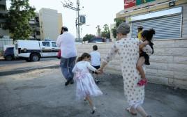 תושבים בעוטף בזמן אזעקה