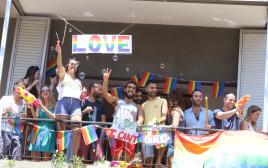 חוגגים במצעד הגאווה בתל אביב