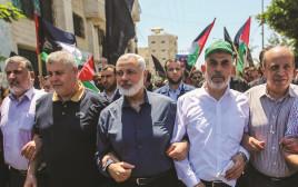 מנהיגי חמאס בתהלוכה בעזה