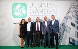 בתמונה מימין לשמאל: גיא דבורין, מר גוראן וסיץ', גילי דקל, אבי ברזילי, הגב' אלונה פישר- קם