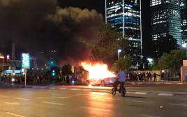 אש בוערת בצומת עזריאלי