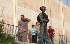 חייל במחסום קלנדיה, ארכיון (למצולמים אין קשר לנאמר בכתבה)