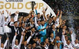נבחרת מקסיקו חוגגת