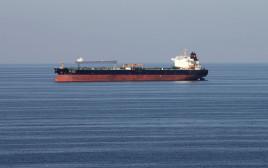 מיכלית נפט באזור מצרי הורמוז