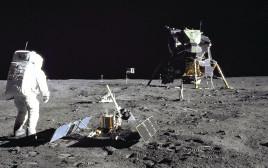 נחיתת אפולו 11 על הירח