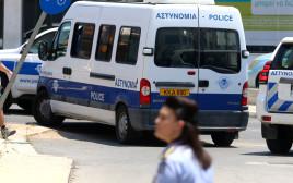 רכב של משטרת קפריסין עם העצורים הישראלים