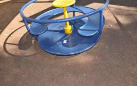 קרוסלה בגן משחקים ברחובות