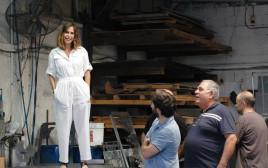 מירב רינגל, במפעל, על רצפת הייצור