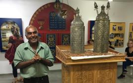 נחמיה שעלה מקוצ'ין בבית הכנסת בגבעת כח