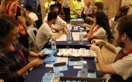 ספירת המעטפות הכפולות בוועדת הבחירות המרכזית