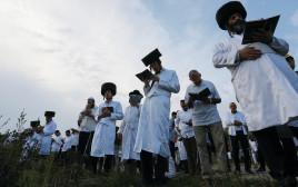 המונים פוקדים את קברו של רבי נחמן