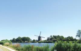 נהר האמסטל עם תחנת רוח
