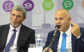 """שר החינוך רפי פרץ ומנכ""""ל משרדו שמואל אבוהב מכריזים על מודל הערכה חדש"""