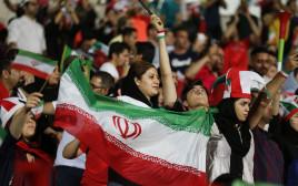 נשים איראניות מעודדות במשחק כדורגל, אילוסטרציה (למצולמות אין קשר לנאמר בכתבה)