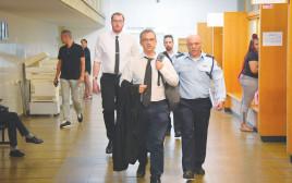 נציגי המשטרה בדרך לדיון בבית המשפט בנושא הטלפונים של יועצי נתניהו