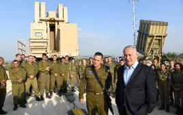 בנימין נתניהו וראש מערך ההגנה האווירית תא״ל רן כוכב